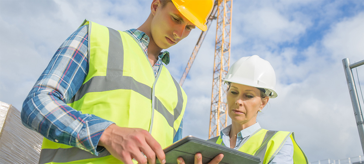 Data Acquisition | Two people looking at iPad | SAE Inc.